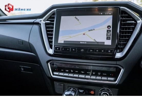 Xe bán tải Dmax có màn hình giải trí đa thông tin lớn