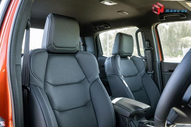 Ghế lái của Isuzu Dmax được bọc da màu đen cao cấp